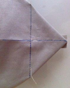 Couture droite sur la perpendiculaire.longueur de point de 3 mm.