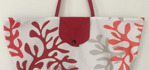 Grand sac de plage pliable corail.