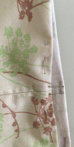 Maintien des 2 tissus ensemble bord supérieur.