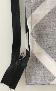 Couture de l'autre chaine du zip.