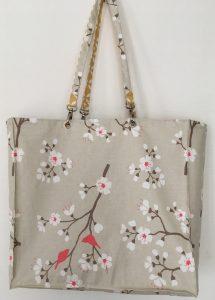 Sac réversible coté motif cerisier japonais.