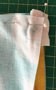 Vue de l'angle près du zip avant la couture de coté