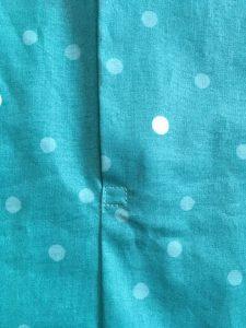 Couture de renfort en carré à la base des pattes.