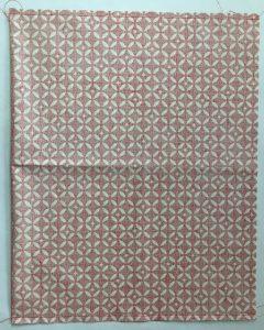 Tissu Mosaique assemblé sur les cotés.
