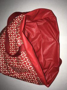 Rentrer la doublure a l interieur du sac mosaique.