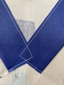 detail du dos du petit tablier