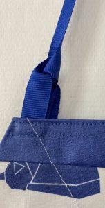 Detail de la boucle d attache de la bavette.