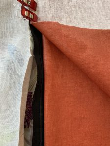 2eme rail du zip en sandwich entre les 2 tissus