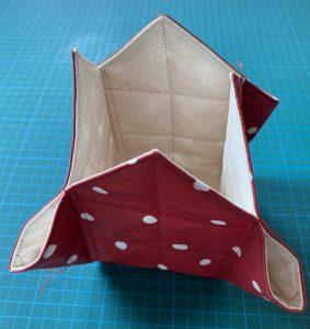 Angles cousus du vide poche ou organiseur.