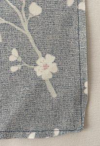 Couper le surplus de tissu au niveau des angles des vide poches tulipes.