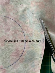 Decouper la charlotte a 3 mm de la couture.