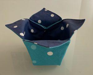 Vide poches tulipes confettis bleus.