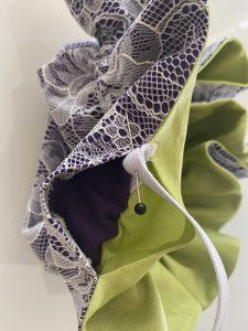 Jointer et coudre les extremites de l elastique.