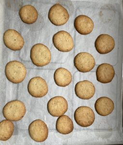 Les biscuits aux noisettes sont cuits.