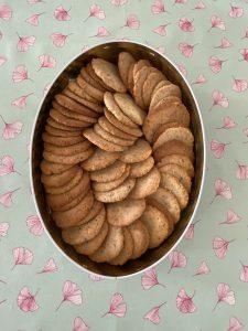 Biscuits aux noisettes legers et tres croustillants.