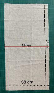 Couper le coton fin et marquer le milieu.
