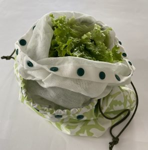 Grand sac a salade avec son filet interieur amovible.