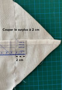Mesurer 2cm a partir de la couture du grand sac a salade